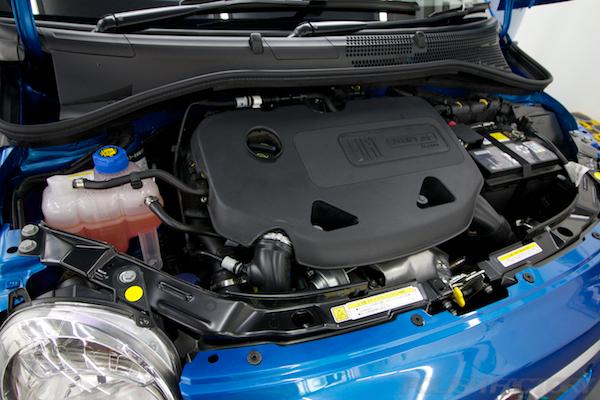 フィアット500Sツインエアー5MTにガラスコーティング施工エンジン画像