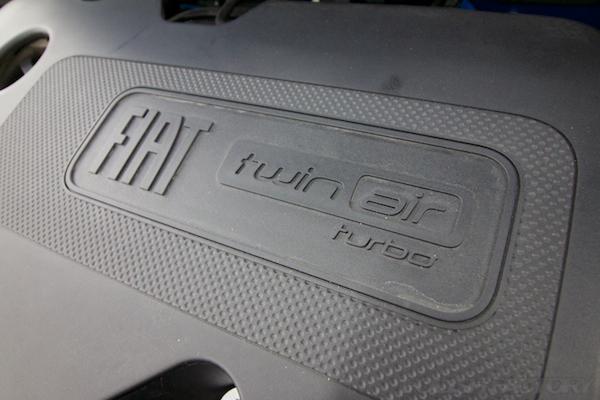 フィアット500Sツインエアー5MTにガラスコーティング施工ツインエアエンジンカバー画像