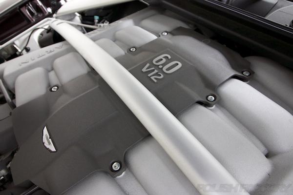 アストンマーチン ラピード Luxeにガラスコーティング、V12エンジン画像