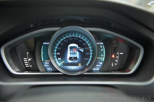 ボルボV40T4_磨きガラスコーティング画像