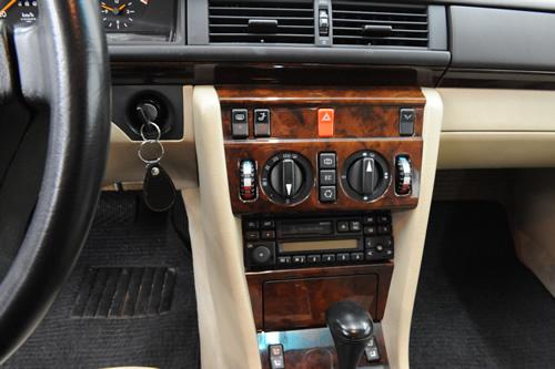 W124 E280磨きガラスコーティング施工画像