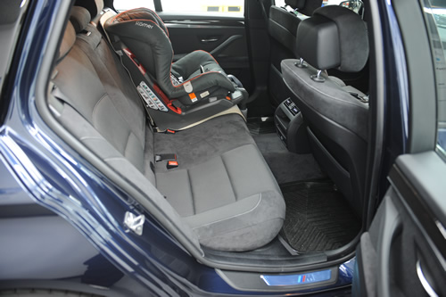 BMW 523ツーリング F11ガラスコーティング画像